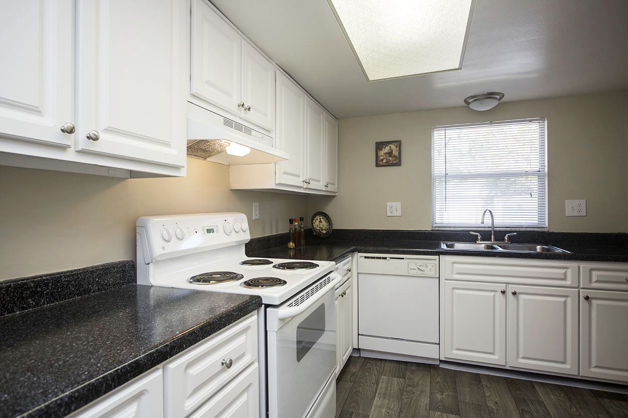 largo-pinellas-clearwater-one-two-bedroom-rental-kitchen.jpg
