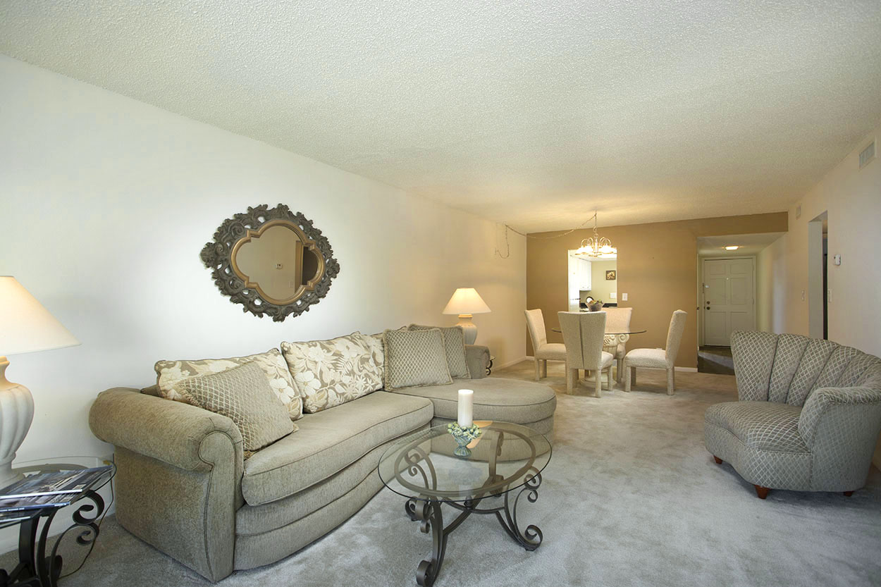 largo-pinellas-clearwater-one-two-bedroom-rental-livingroom2.jpg