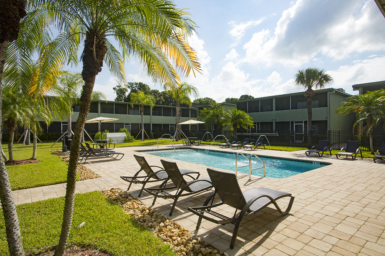 largo-pinellas-clearwater-one-two-bedroom-rental-pool2.jpg