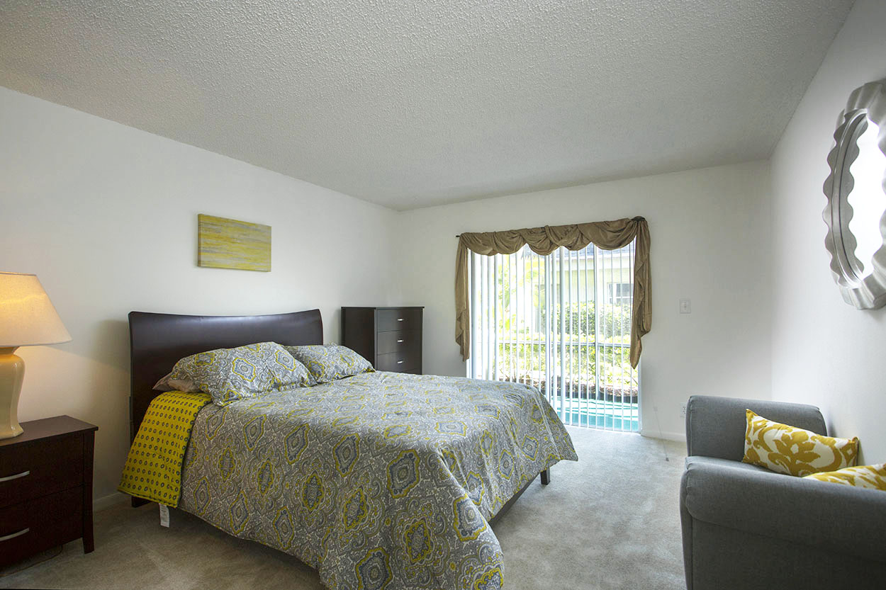 largo-pinellas-clearwater-one-two-bedroom-rental-room1.jpg