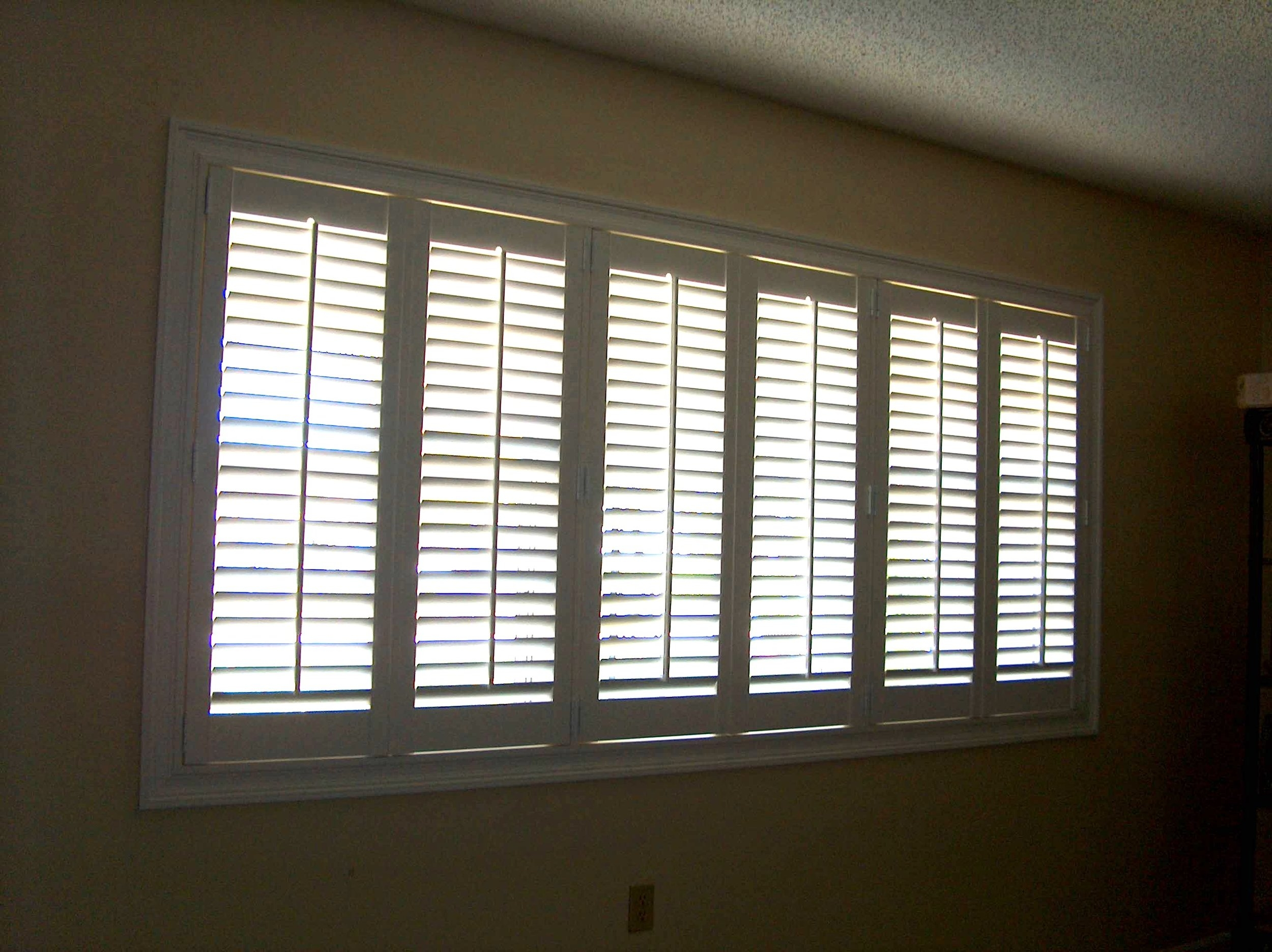 "Poly Shutters with 2 1/2"" Louver Slats"