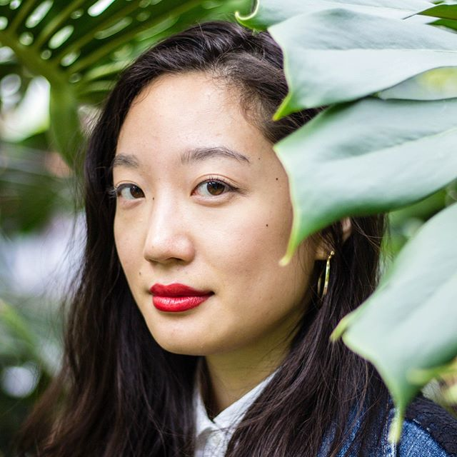 On the blog today, we have our interview with illustrator Christina Chung @christinaillos ! Chung is an illustrator based in Brooklyn, New York. Through a line and pattern-based style, she creates illustrations that are sensitive, delicate, and infused with symbolism. Chung spent her childhood blackberry-picking and pirouetting in the Pacific Northwest of the United States, her summers in Taiwan and Hong Kong, and her angst-filled adolescent years in the hot and sweaty melting-pot known as Singapore.  Link in bio 🎨 〰️ Photo & Interview by @micpegu 〰️ http://ow.ly/IL1s50kOGbr