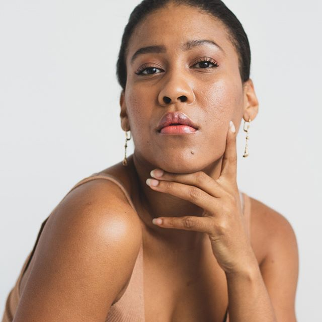 "On the blog today, we have our interview with entrepreneur Annya Santana @annyasantana . antana, founder of clean beauty brand Menos Mas @menosmas , wants to make one thing clear, wellness is for the people. Operated out of Paris and New York, Menos Mas is ""a wellness lifestyle for the culture,"" that centers black and brown communities that may get lost in the http://noise. Link in bio 🎨 〰️ Interview by @kennedy__symone Photos by @micpegu"