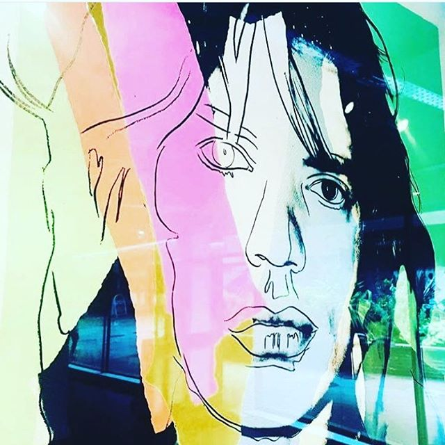 When you see the original of one of your favourite portraits in a gallery window 💋 #mickjagger #andywarhol #mixedmedia #londonist #satisfaction