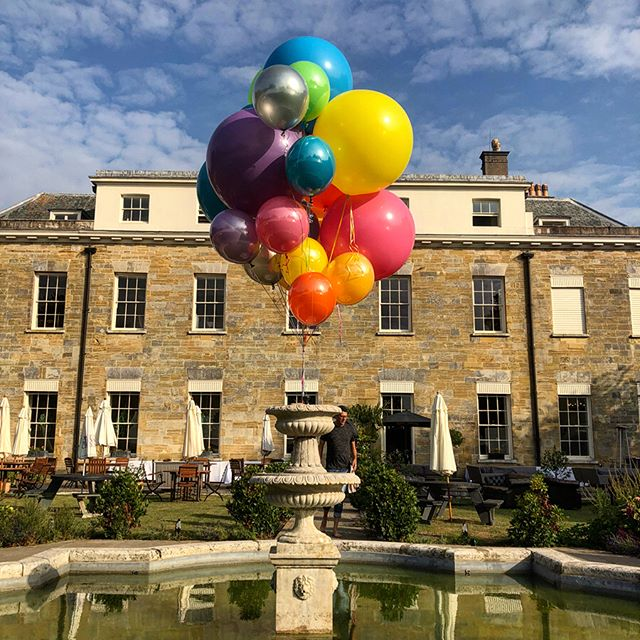 Flash back to last Friday working with the super awesome #brandwatch on delivering their pretty epic global gathering at #proudcountryhouse #brighton . . . . #partyparty #eventprofs #events #fairgrounds #balloons @balloon_wise  #teambuilding @sorchabridgephotography