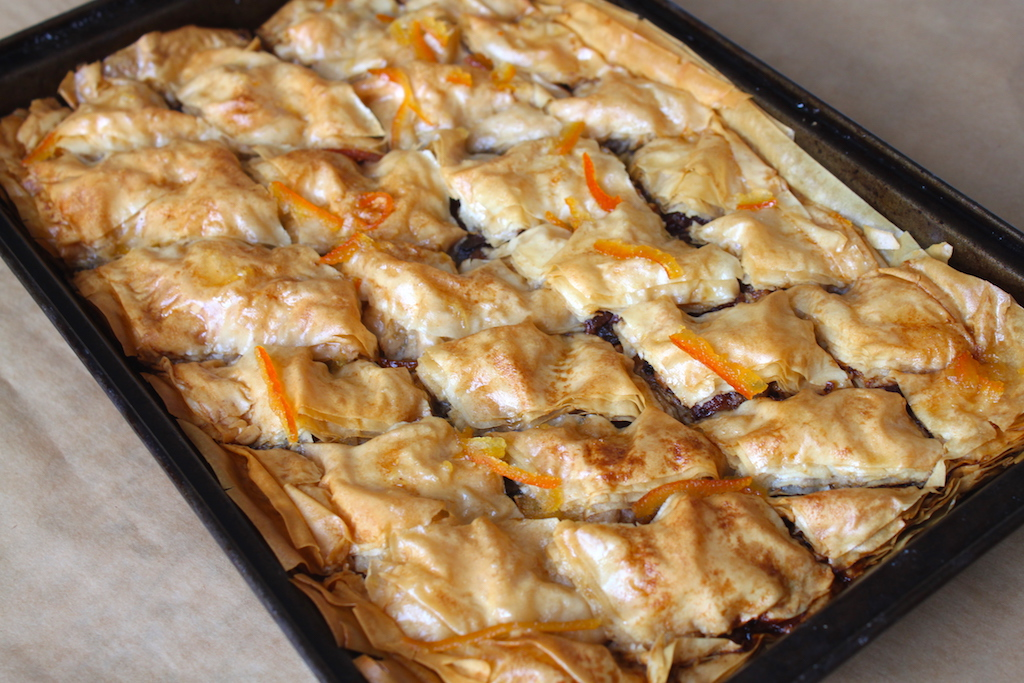 Baklava to me conjures - up a tooth-tingling, sweet little morsel of pastry oozing with syrup and packed full of nuts between flaky layers of buttery pastry. I don't really have a sweet tooth, so it's not something that particularly appeals. But then the idea of giving it a savoury twist made me think twice. Bacon and marmalade have long been spouted as a classic breakfast combination in our family so why not make the syrup from marmalade and throw some bacon into the mix?