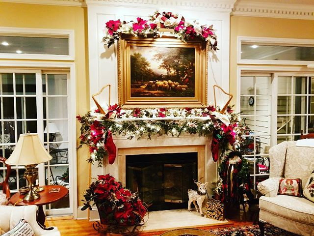 No time to decorate this holiday season? I'm here to help trim your tree, spruce up your mantle and get your home ready in time for Christmas morning. 🎄Hourly rates available. Call or direct message me for pricing. @petalsdesignsbymarianne #petalsdesignsbymarianne