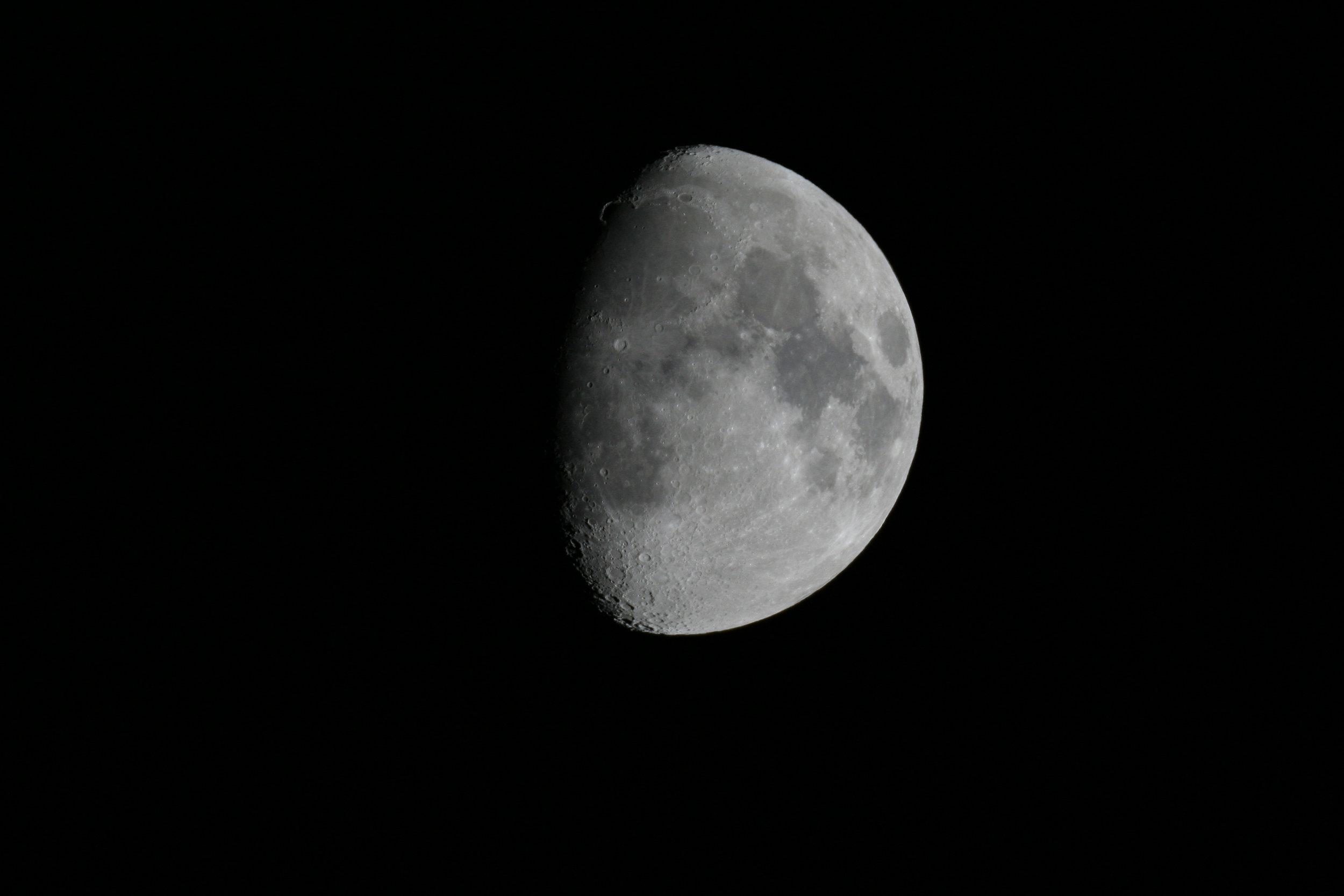 101008 moon.jpg