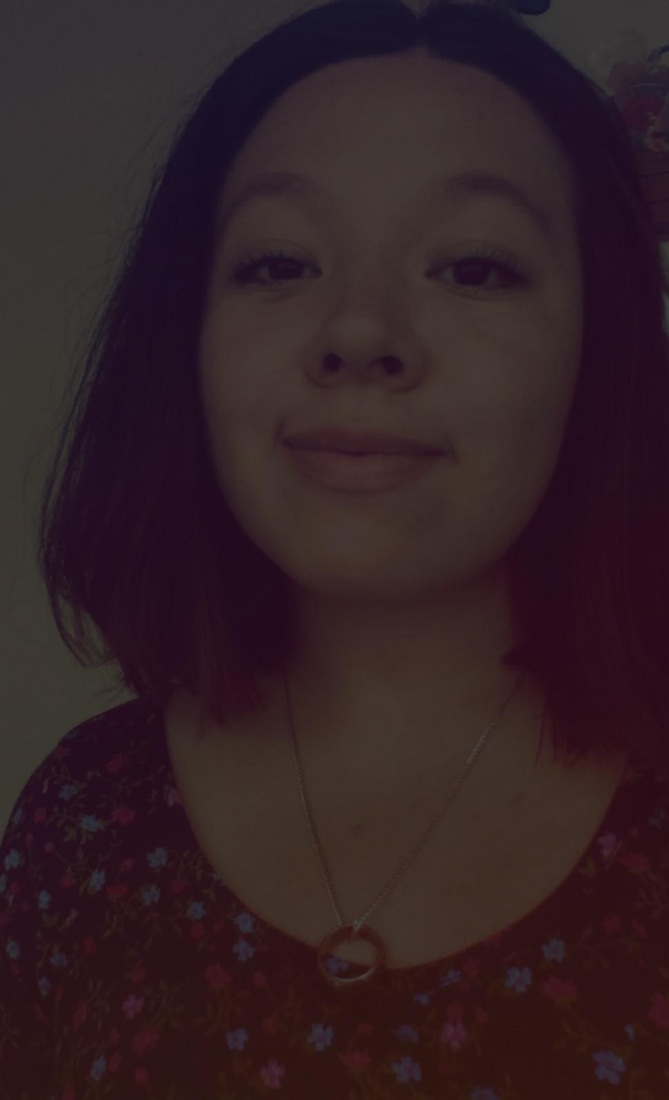 YUN NAVA - Mexicana. 23 años. Periodista. Atrapada y preocupada por el arte.