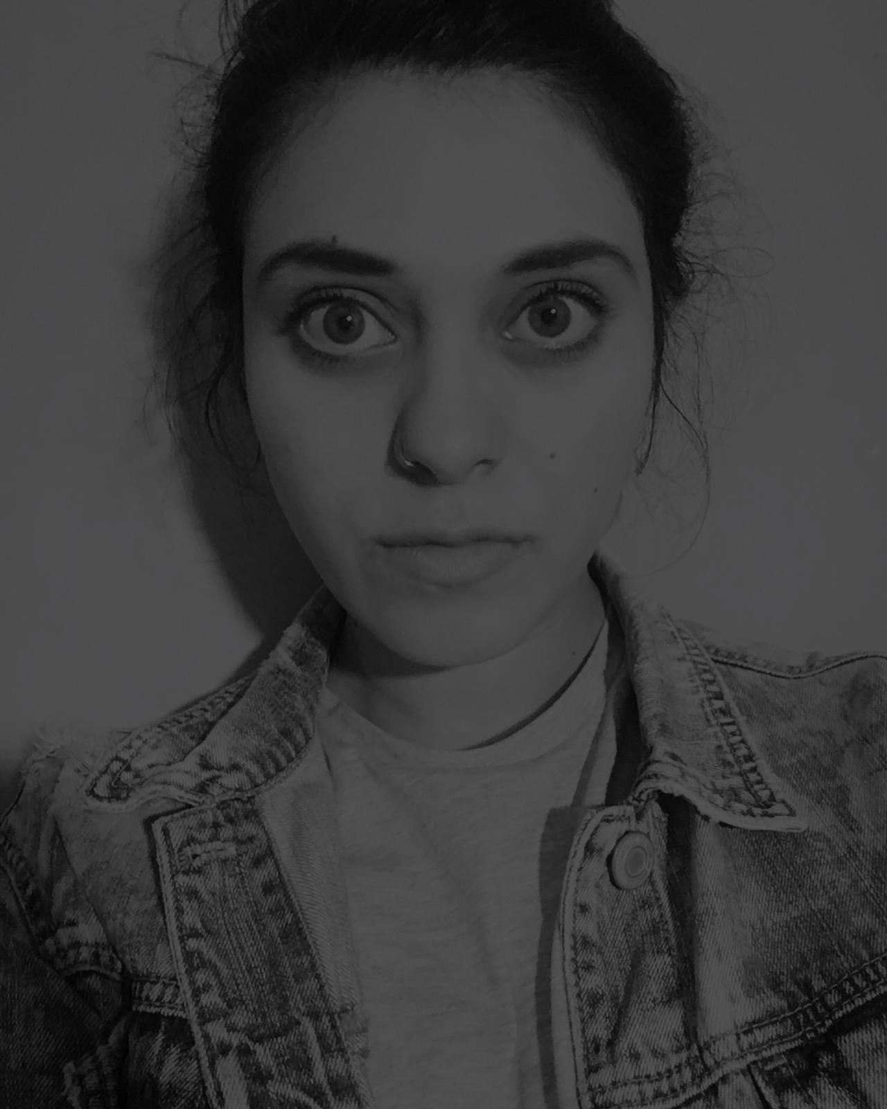 MARIANA MEDINA - Ama lo que haces, si no no lo hagas.Me gusta leer, amo comer, la música es mi lugar favorito y me muero si no me río.