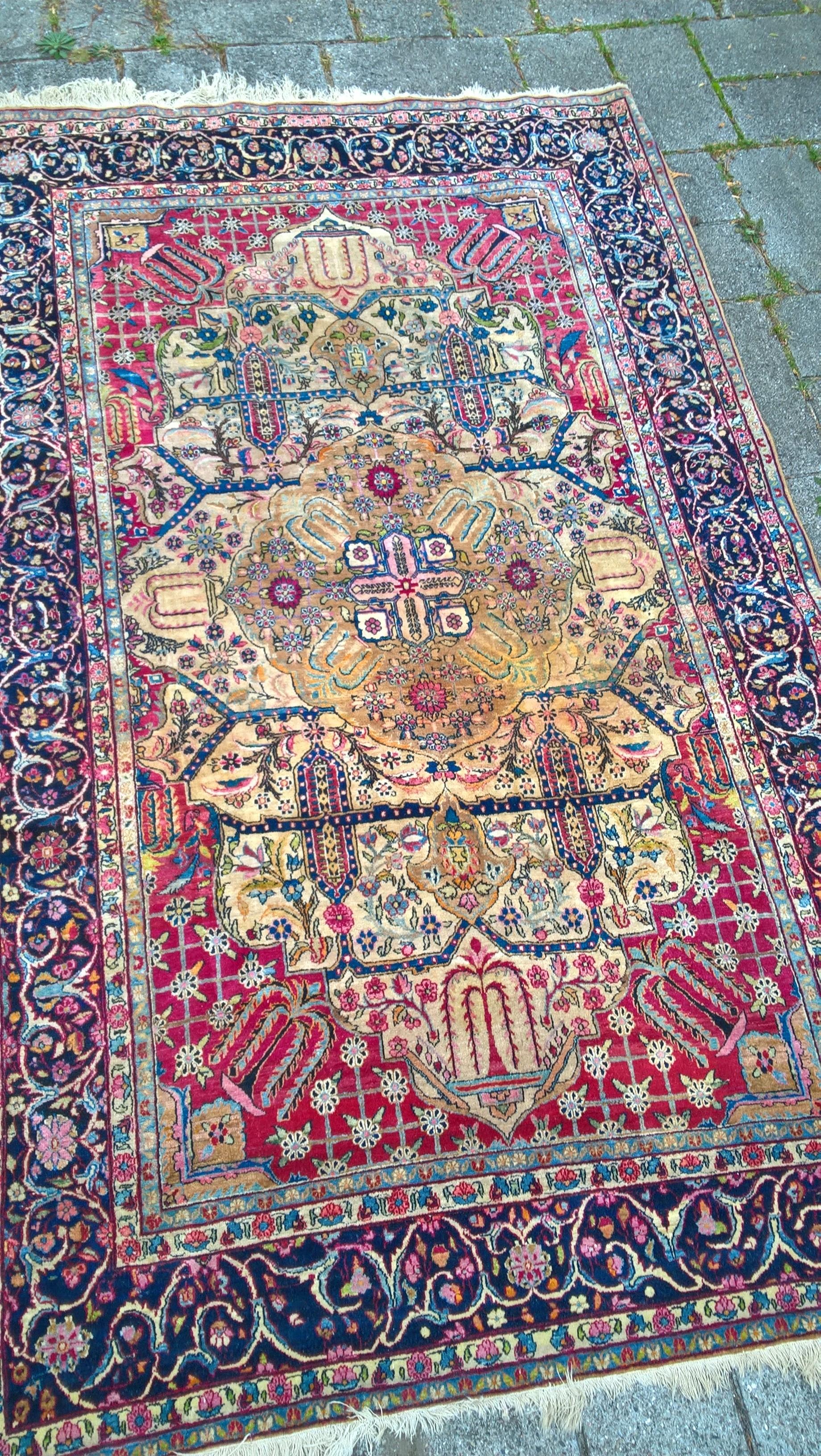 Ægte Persisk tæppe Mål: Tæppe kr. 5.500,- Varenr. Rug16-3460-12-goldenflower
