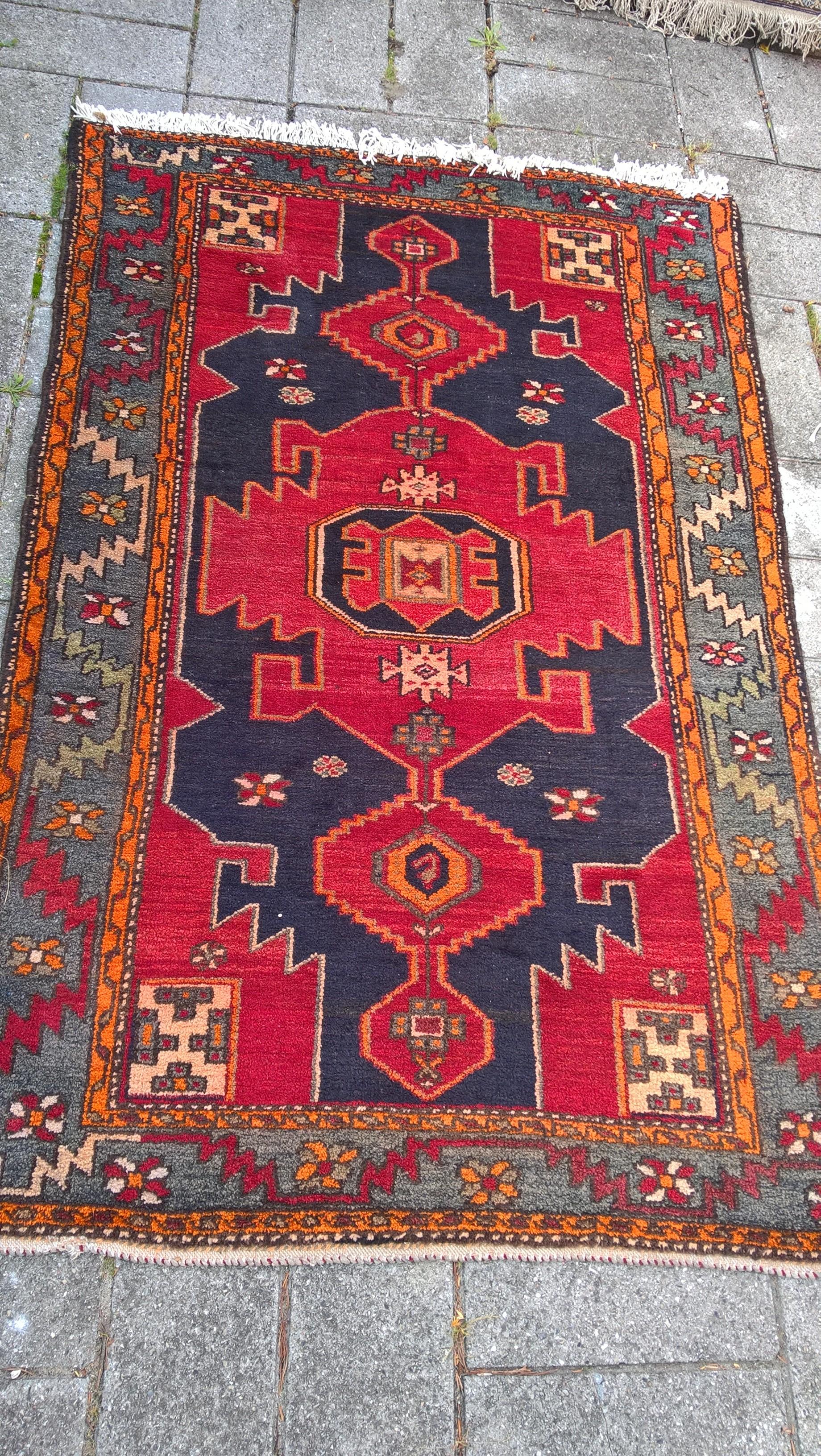 Ægte Persisk tæppe Taleghan  Mål: 198 x 126 cm Tæppe kr. 4.800,- Varenr. Rug16-3460-04-orange