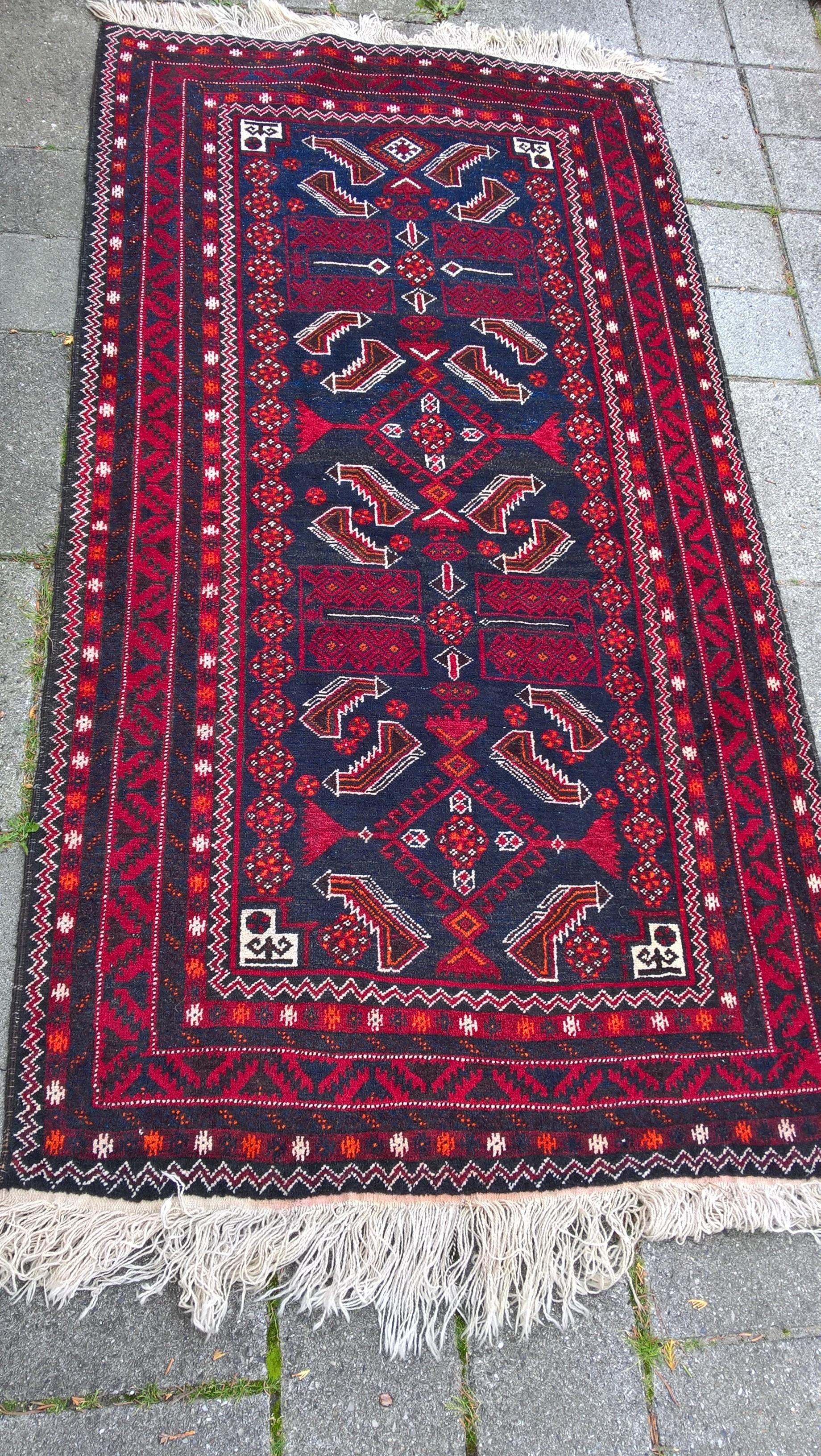 Ægte Persisk løber BELOUTCH Mål: 200 x 107 cm Tæppe kr. 5.500,- Varenr. Rug16-3460-14-red