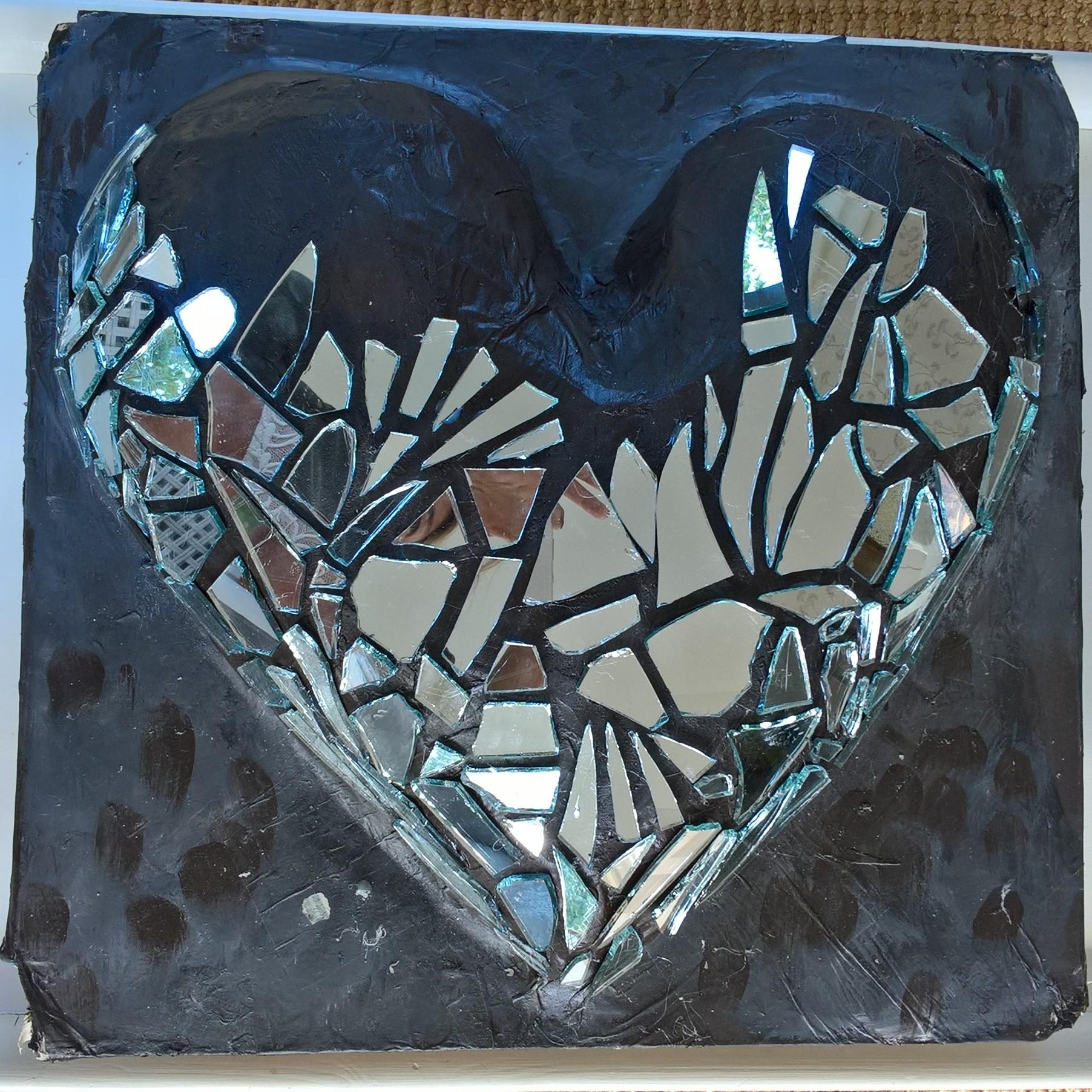 Skulpturer og malerier   Der er hjerte og hjerterum. Der er refleksion, position,vision og mission. Der er skønhed, godhed og glæde. Der er tro. Der er håb og der er så meget kærlighed...