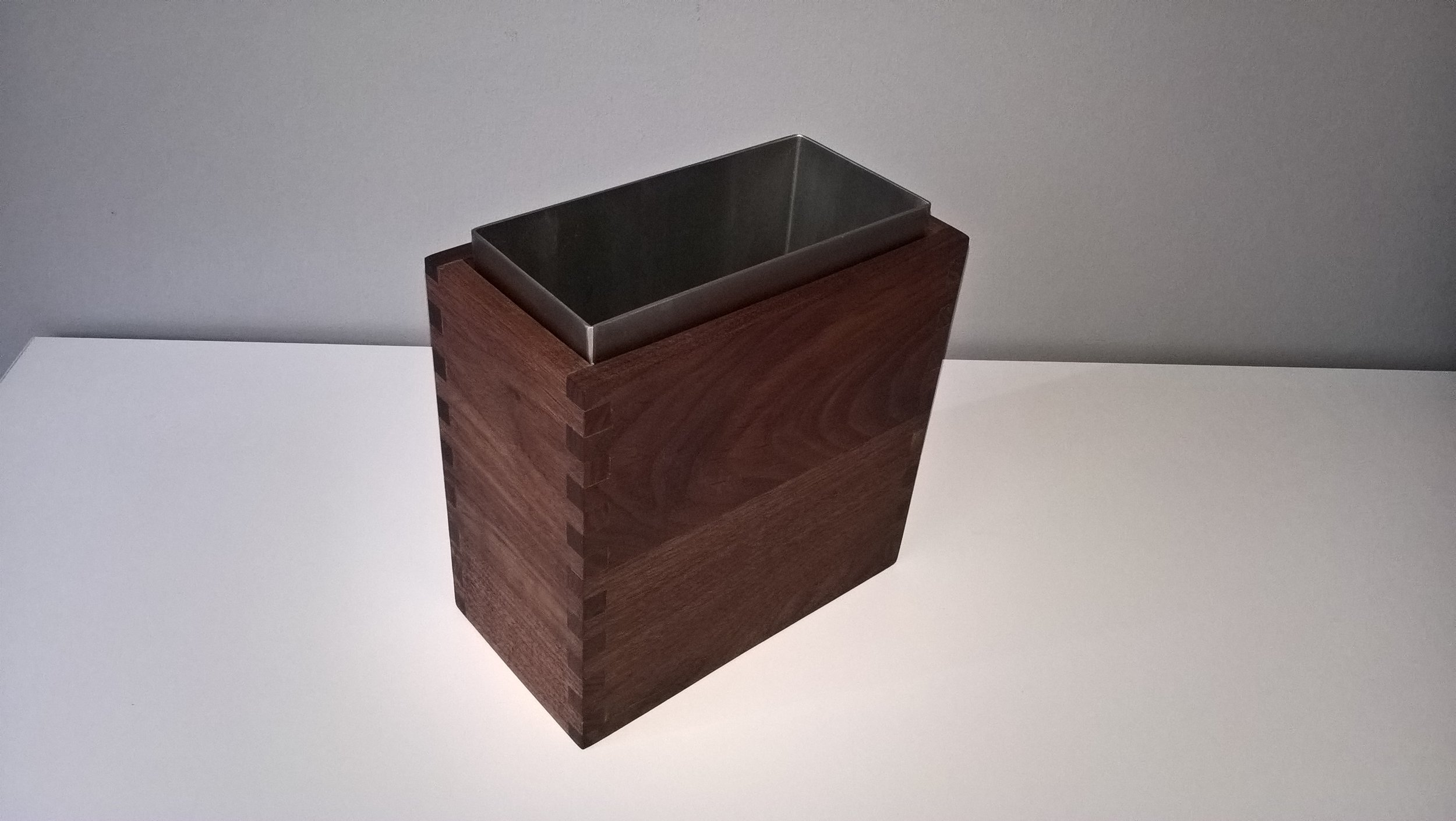 Penlau®  dishbox - single Træ box, olieret valnød 2 dele kr. 825,- Varenr. Box2-888-07-vase