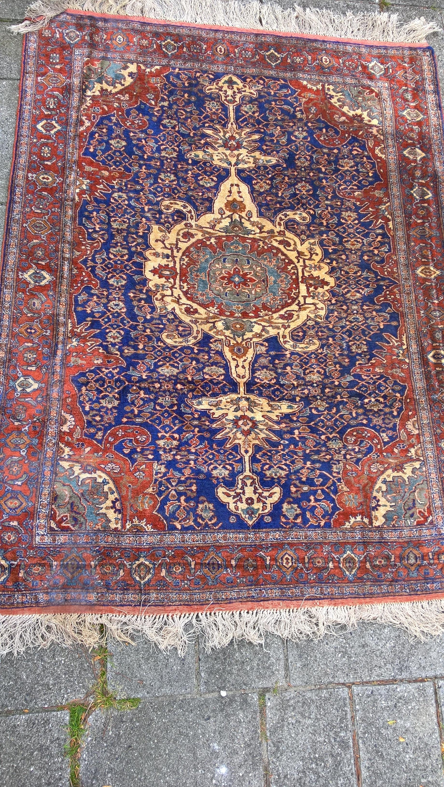 Ægte Persisk tæppe i silke Mål 000 x 000 cm Tæppe kr. 5.500,- Varenr. Rug16-3460-08-bluered