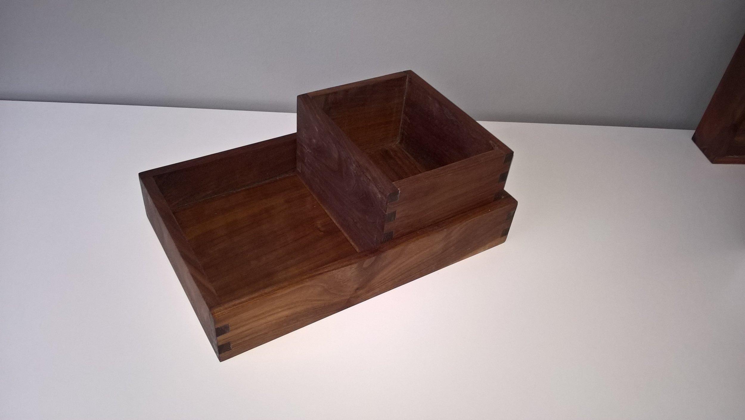 På billedet ses kombination af : 1 del fra dishbox - medium 1 del fra dishbox - large