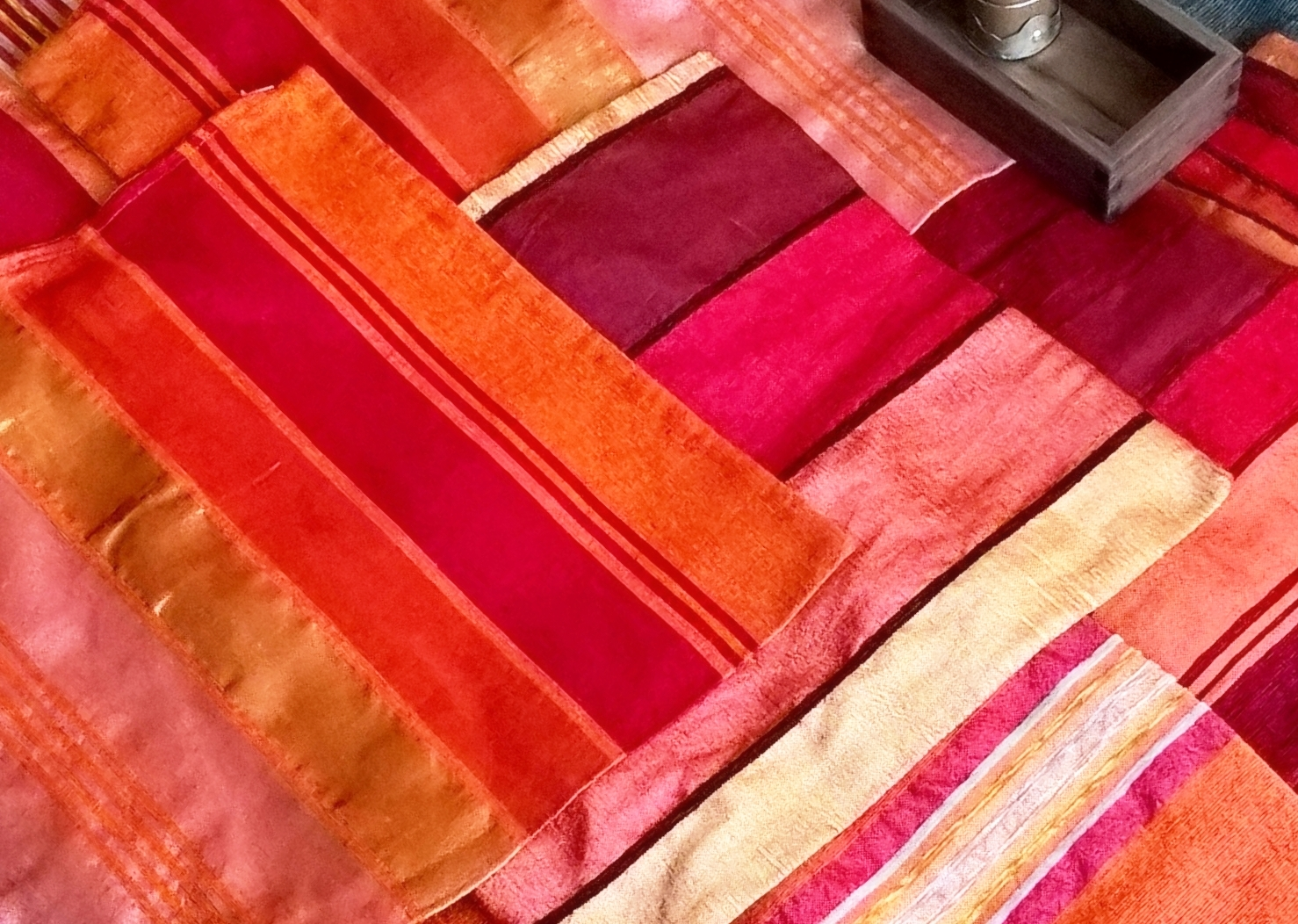 Puder og tekstiler     Kelimpuder, silkepuder, kelimtasker, marokkanske sengetæpper og små tasker i marokkanske tekstiler