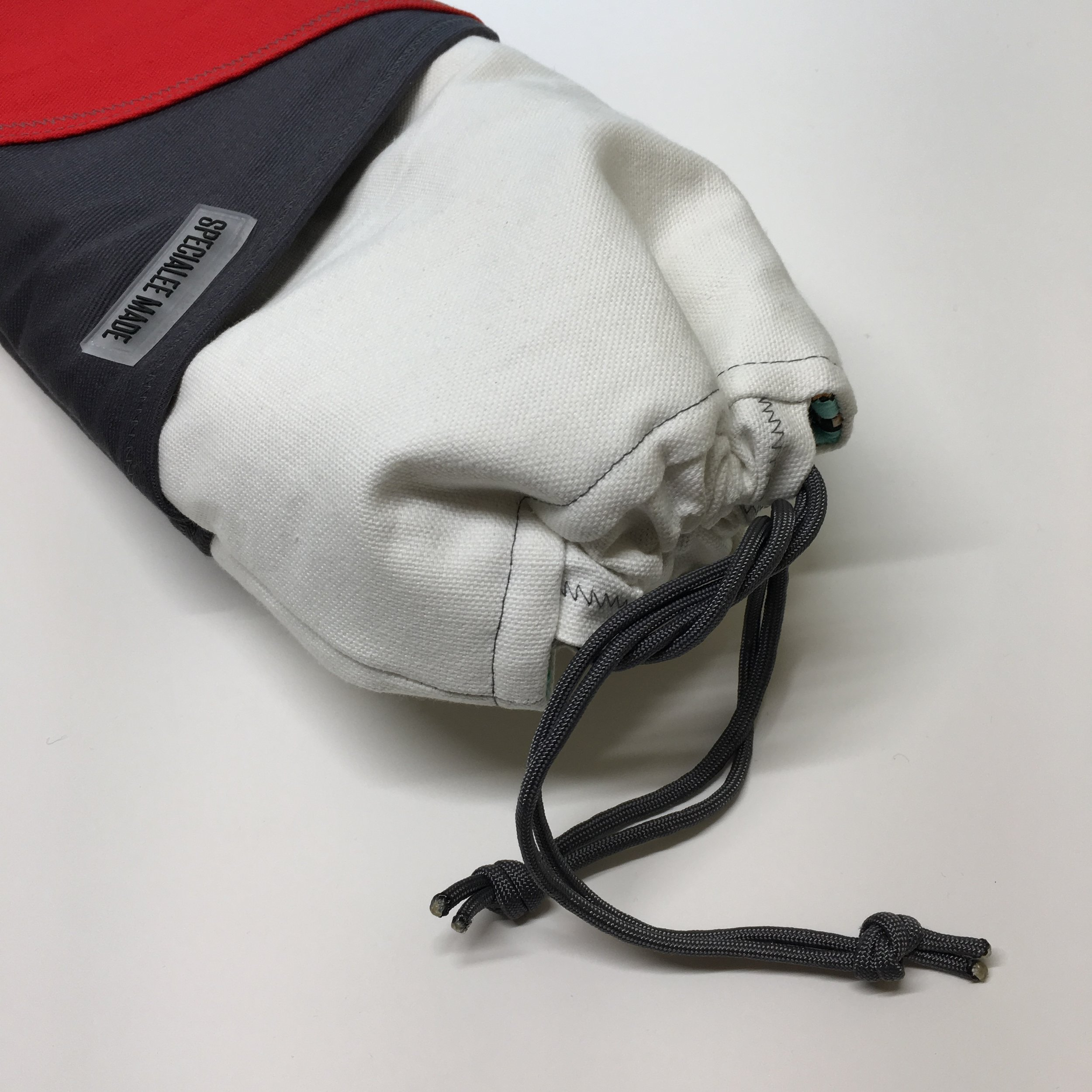 CLOSE STYLE: DRAWSTRING - The drawstringclose style gives users quick access to their keyboards. The strings can also be used as handles to carry the sleeve around. You may add a note in your order if you have a colour preference of the cord.