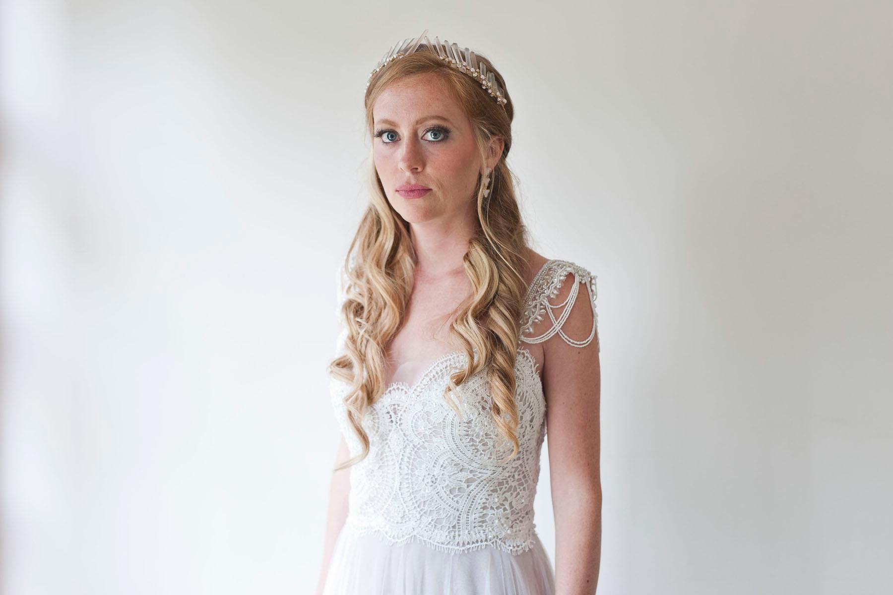 Bucks_County_wedding_photographer_Stroudsmoor_country_inn_wedding_Philadelphia_wedding_photographer_01_fairy_inspired_bride_with_crystal_crown.JPG