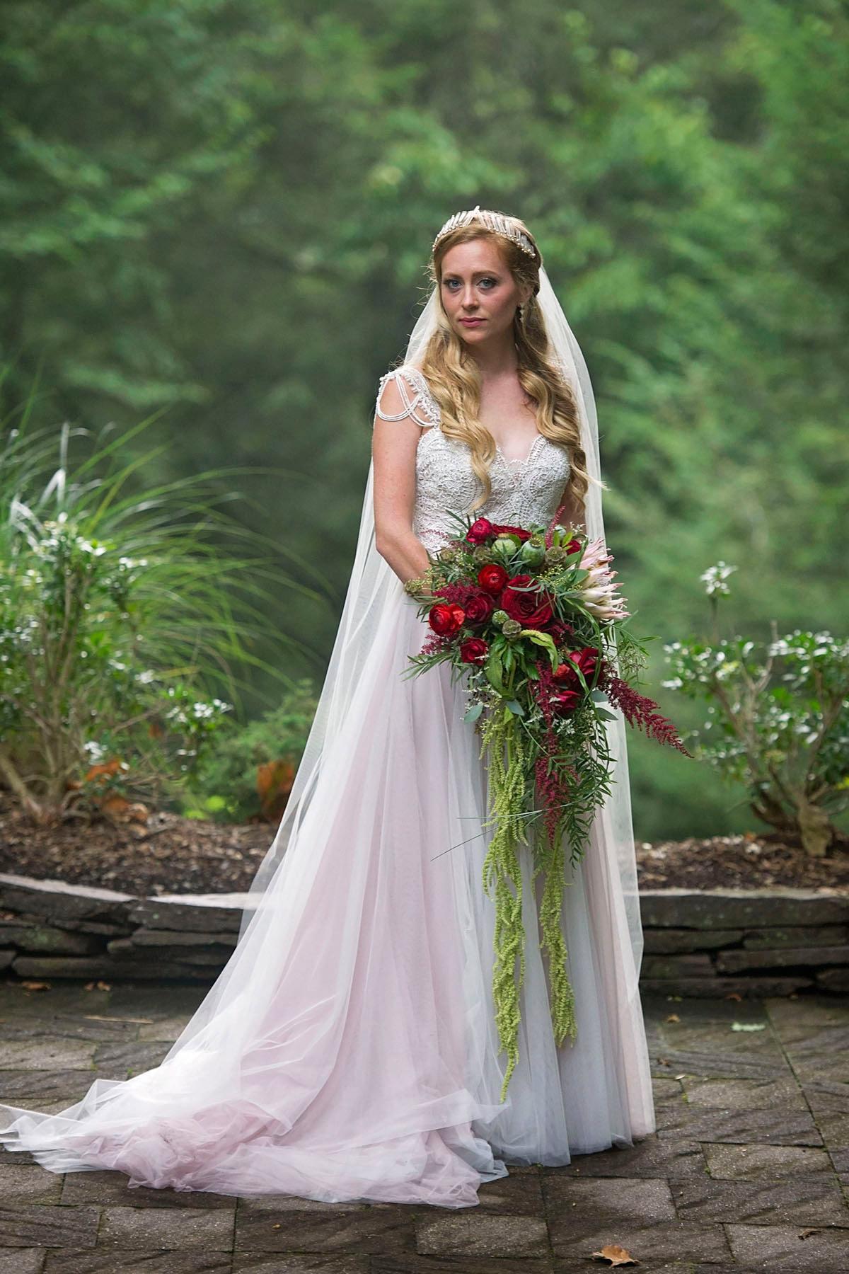 Bucks_County_wedding_photographer_Stroudsmoor_country_inn_wedding_Philadelphia_wedding_photographer_06_fairy_inspired_bride_stroudsmoor_country_inn.JPG