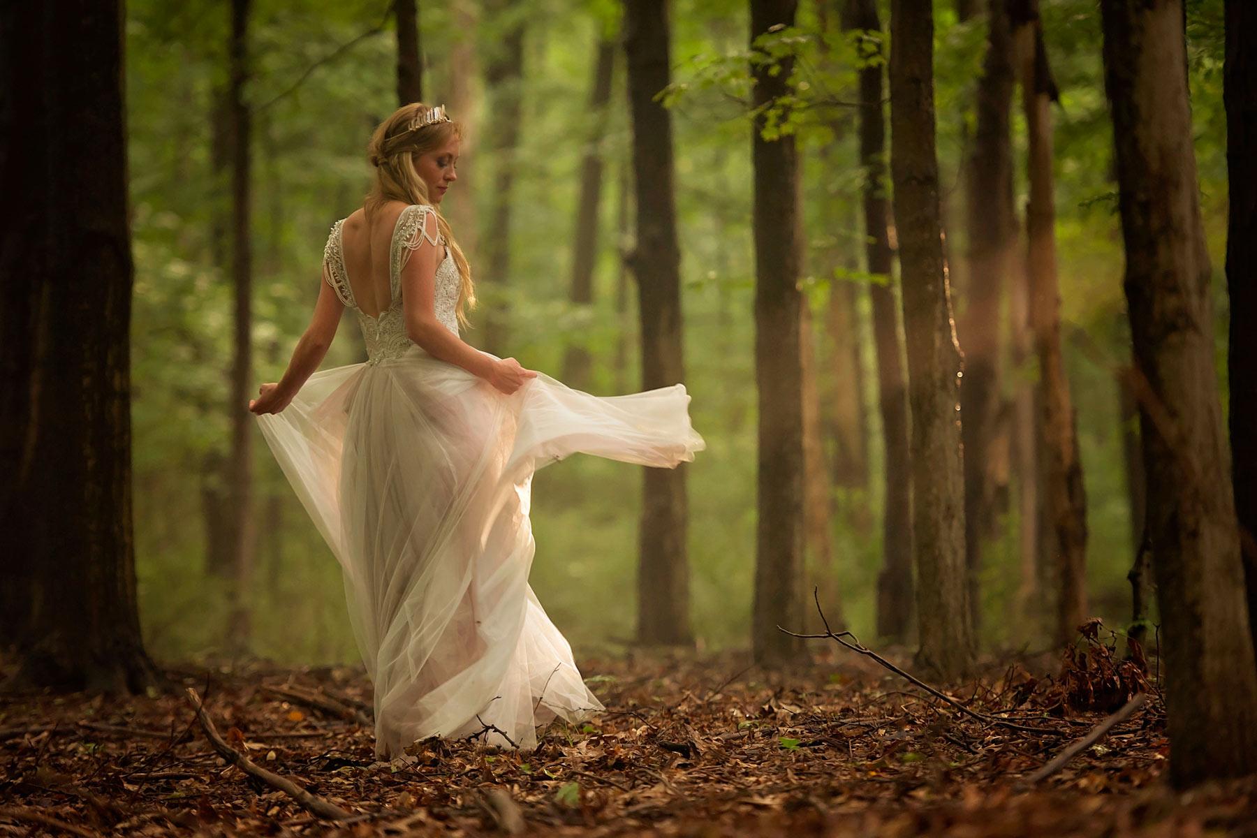 Bucks_County_wedding_photographer_Stroudsmoor_country_inn_wedding_Philadelphia_wedding_photographer_25_bride_twirls_in_woods.JPG