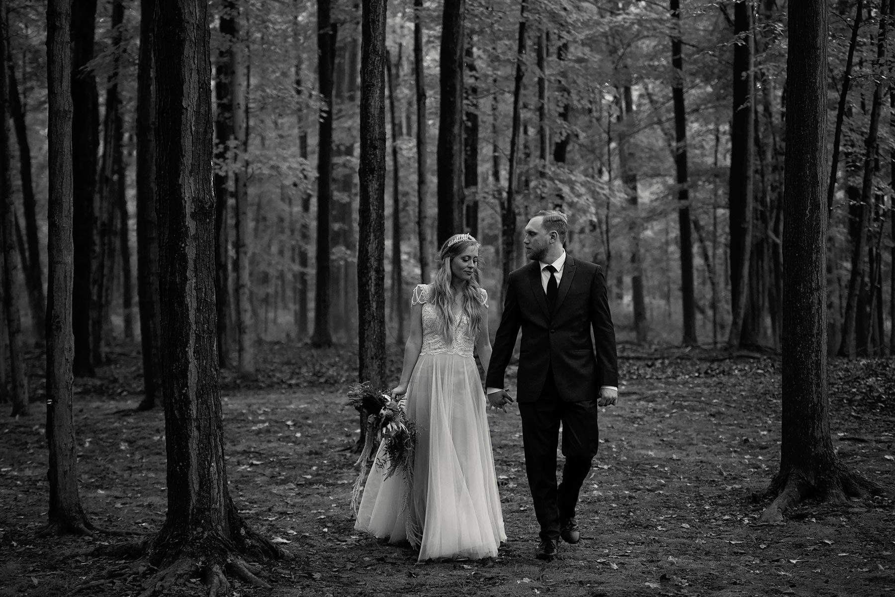 Bucks_County_wedding_photographer_Stroudsmoor_country_inn_wedding_Philadelphia_wedding_photographer_26_fairy_inspired_wedding_stroudsmoor.JPG