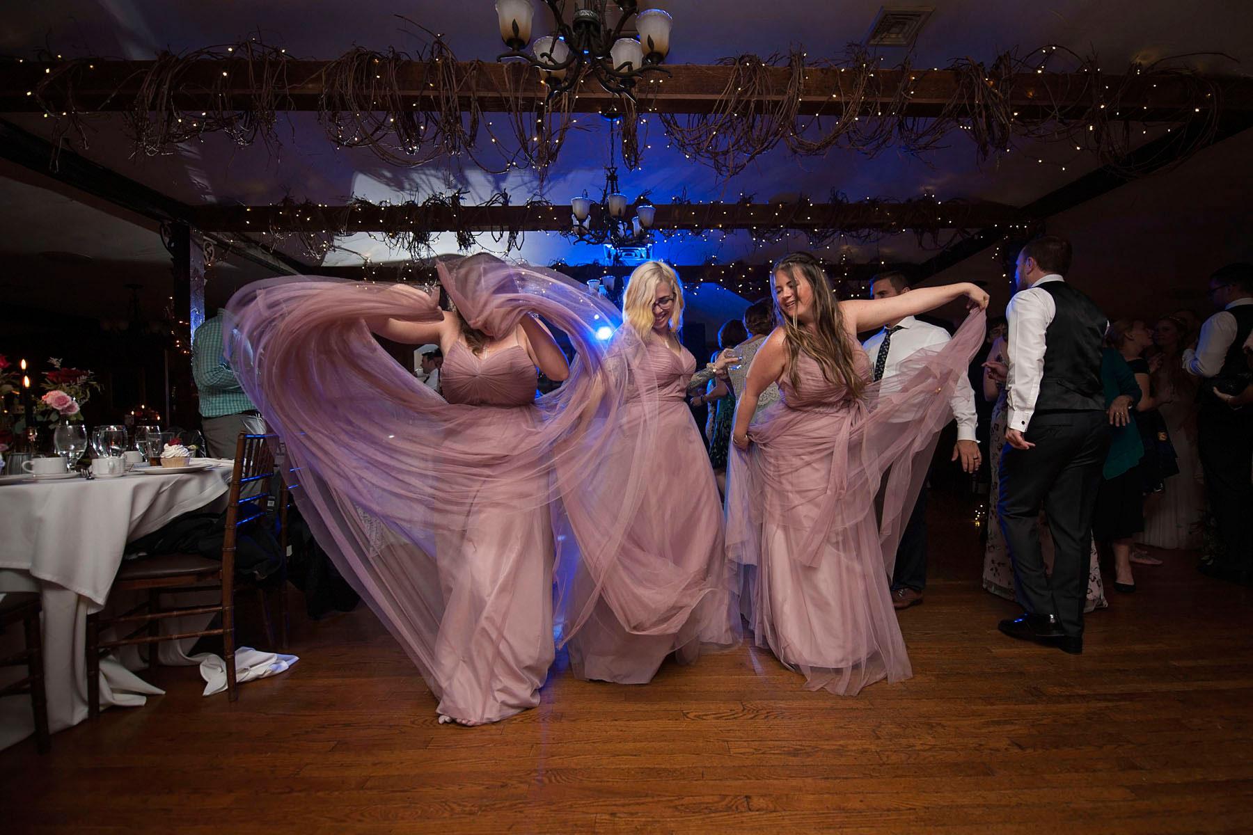 Bucks_County_wedding_photographer_Stroudsmoor_country_inn_wedding_Philadelphia_wedding_photographer_30_twirling_bridesmaids.JPG