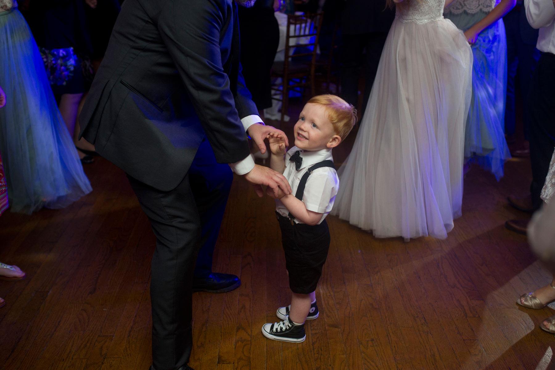 Bucks_County_wedding_photographer_Stroudsmoor_country_inn_wedding_Philadelphia_wedding_photographer_32_baby_boy_on_dance_floor.JPG