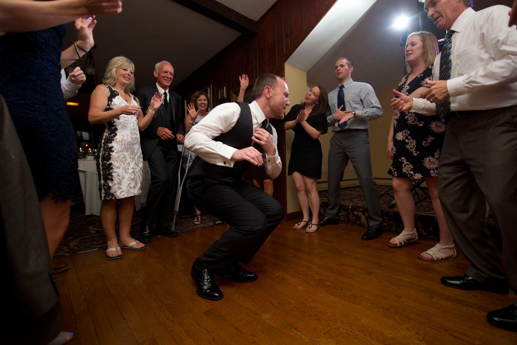 Bucks_County_wedding_photographer_Stroudsmoor_country_inn_wedding_Philadelphia_wedding_photographer_33_dance_breakdown.JPG
