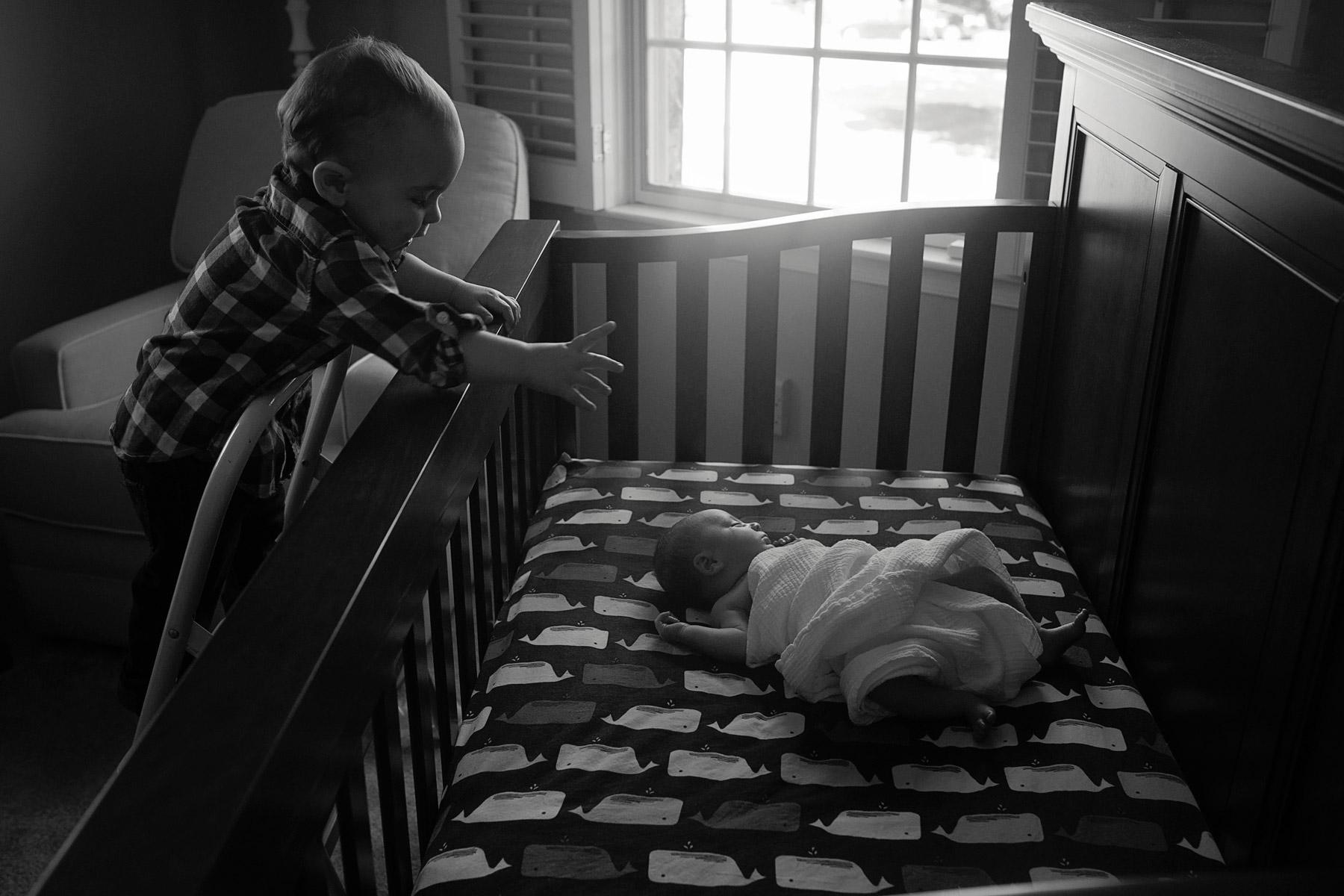 Main_Line_Newborn_photographer_Lifestyle_newborn_photographer04_big_brother_reaching_for_newborn.JPG