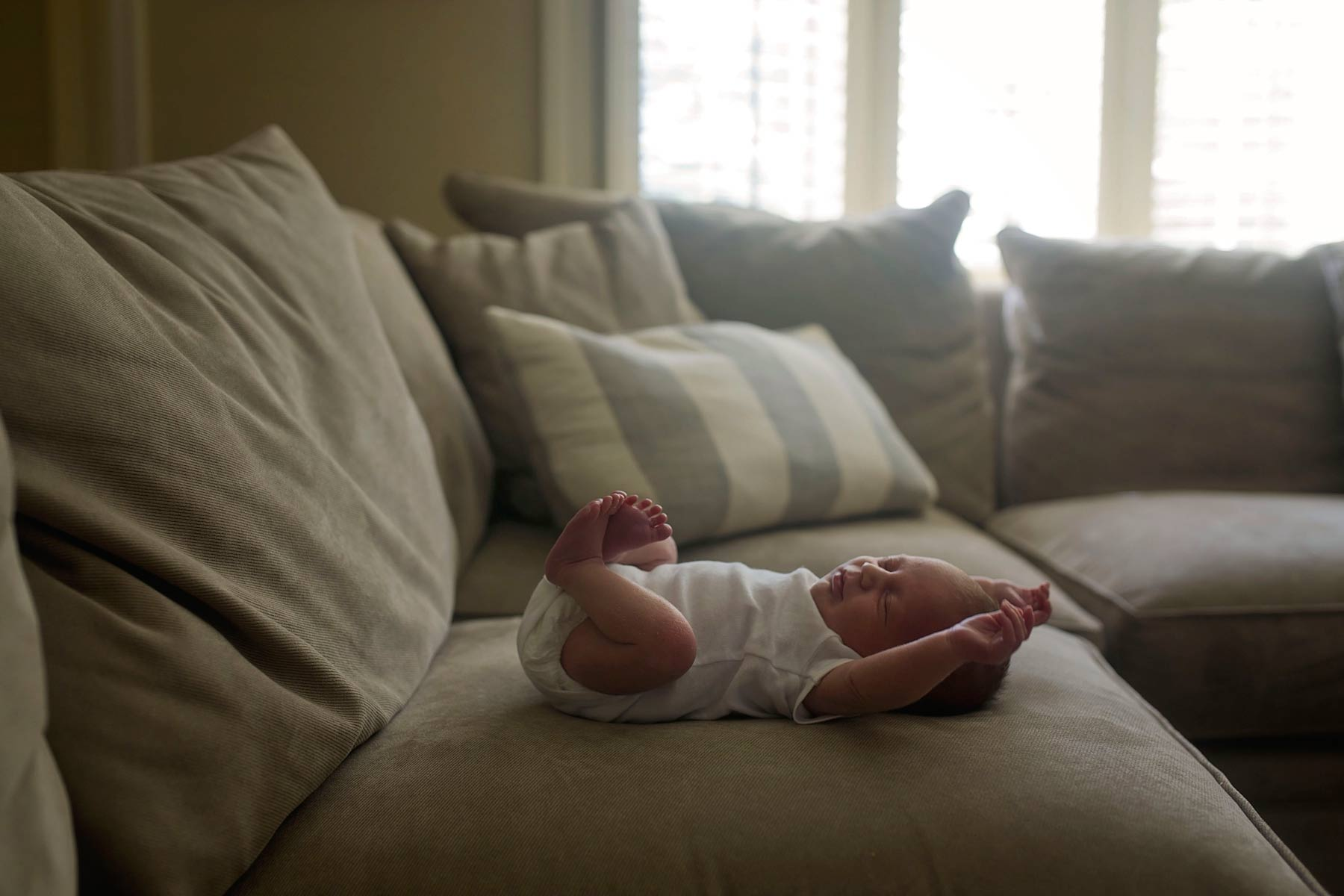 Main_Line_Newborn_photographer_Lifestyle_newborn_photographer16_baby_stretches_arms.JPG