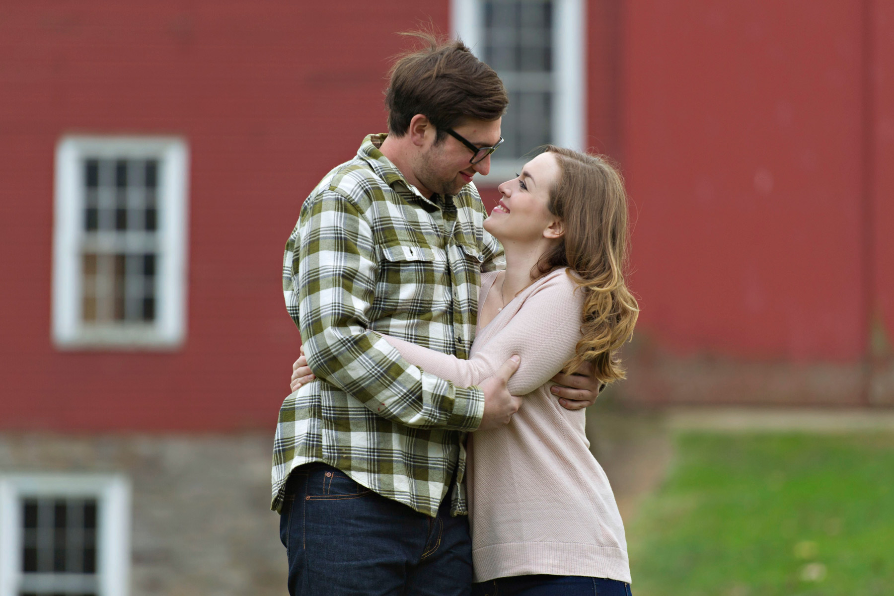 Bucks_county_engagement_session_Tinicum_Park_couple_embracing.JPG