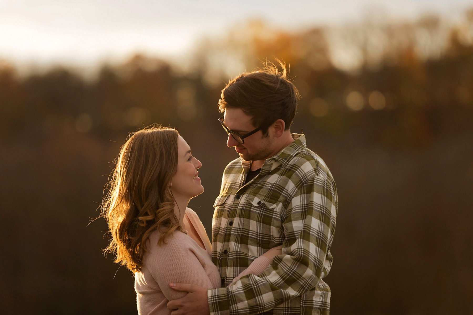 Bucks_county_engagement_session_Tinicum_Park_couple_laughs_and_hugs.JPG