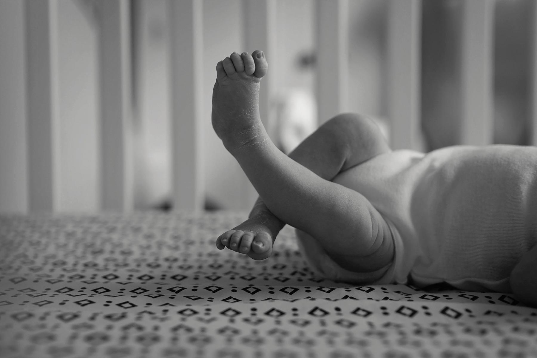 newborn_toes_in_crib.jpg