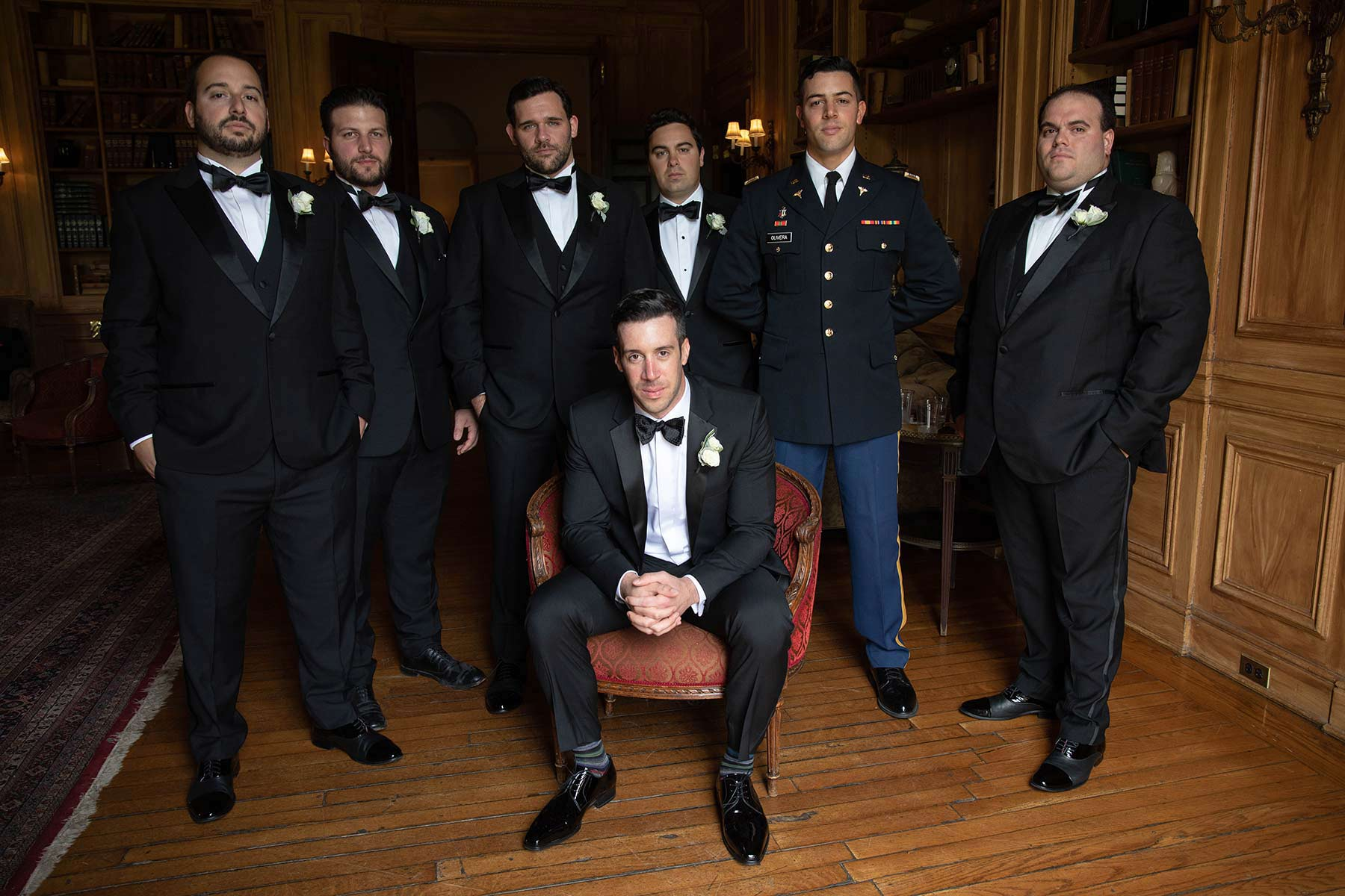 06_Groom_and_groomsmen_post_at_Oheka_castle.jpg