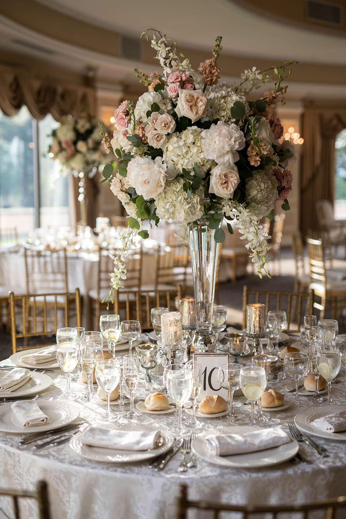 26_Table_setup_at_Oheka_castle.JPG