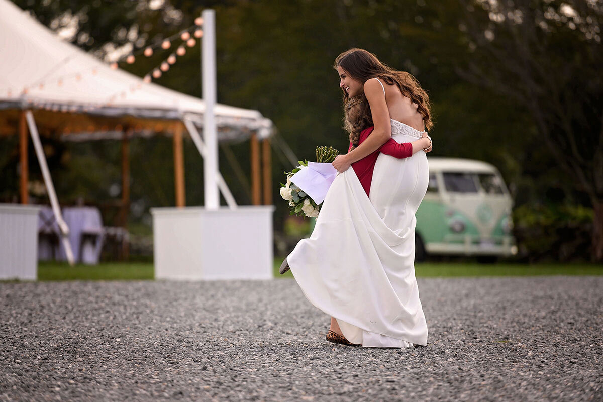 Bride hugs young guest after she hands her a note.