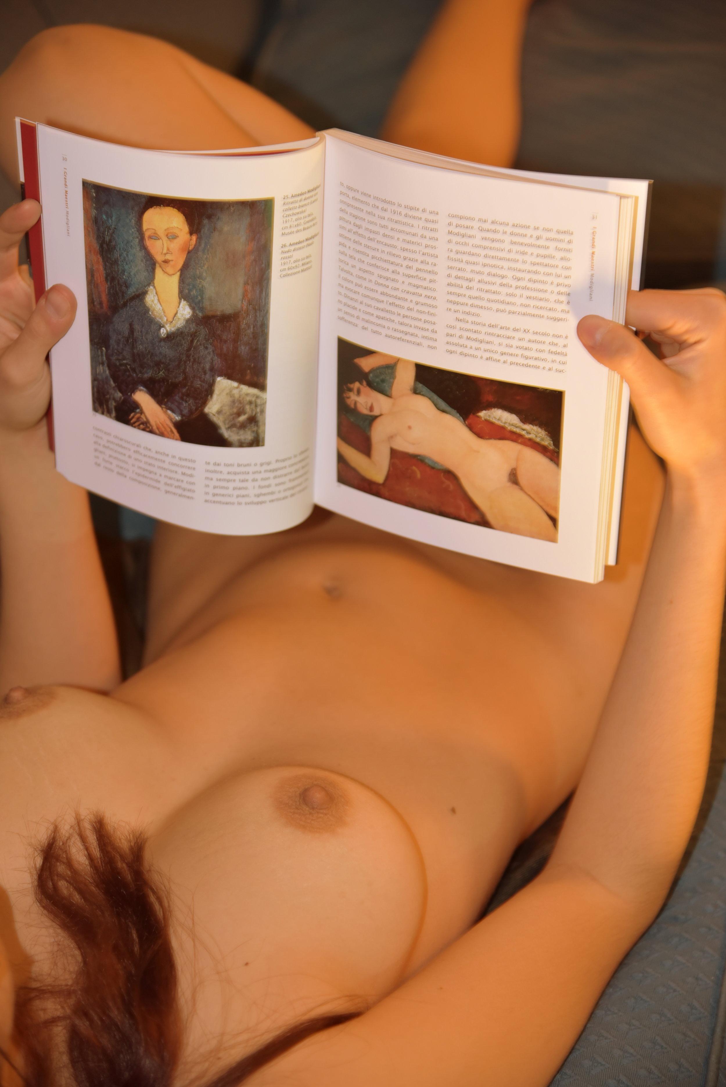 Alessandro Pizzo -Lei e i libri .JPG