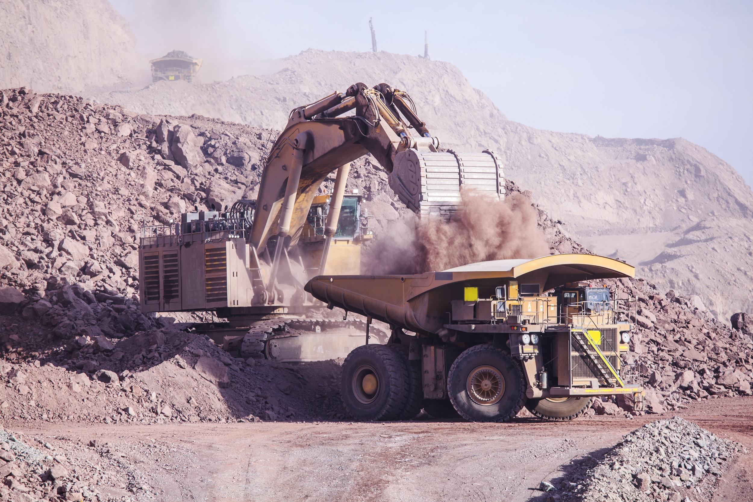 Excavator loading Haul truck(Best).jpeg
