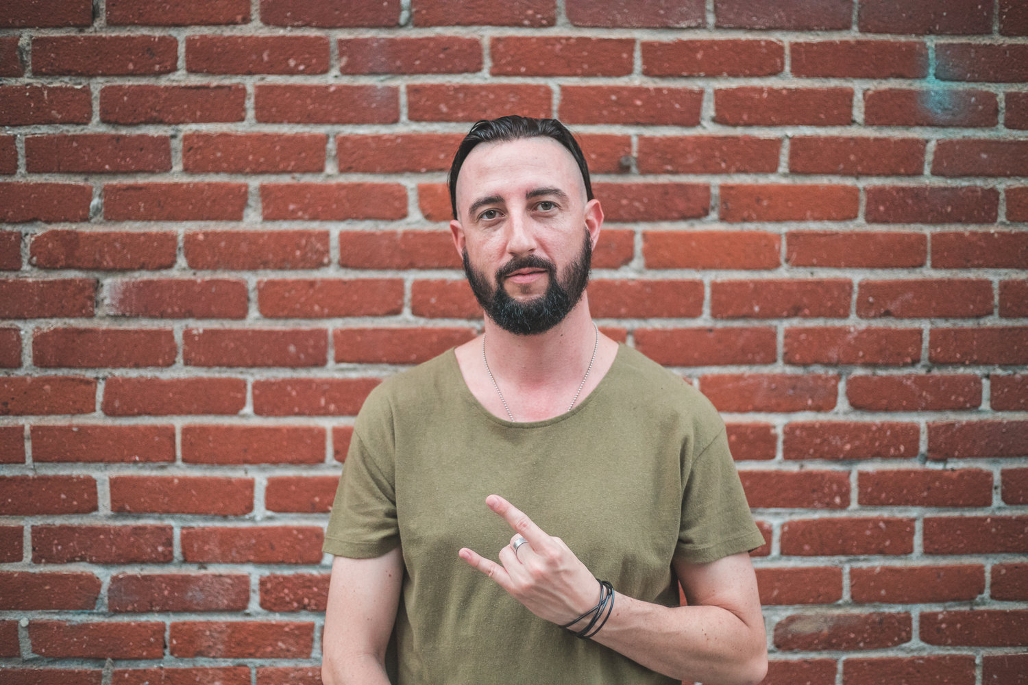 ESCOBAR - Escobaris an electronic music DJ and Producer based out of Southern California. His musical tastes favor the experimental sounds found in heavy electronic music as well as the melodies of progressive dance music. A philosophy to