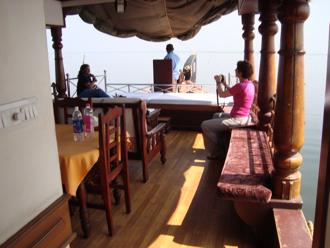 houseboat 4.jpg