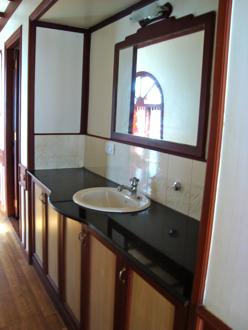 houseboat 6a.jpg