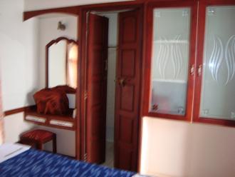 houseboat 9.jpg