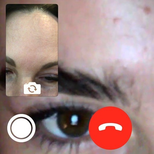 my mom sent me a screenshot of us comparing our big foreheads on facetime and i just thought this corner was cool looking
