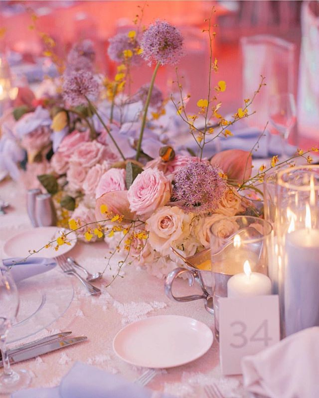 Our iridescent sequin linens have never looked so good! Design by @mmdevents 📸 by @abbot