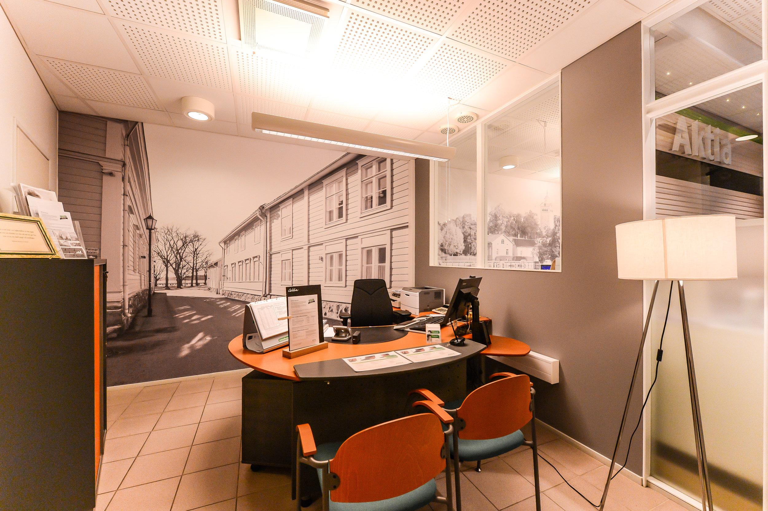 Aktiakontoret i Ekenäs slog på stort, och tapetserade alla kontor med mina bilder. Det blev en väldigt snygg helhet i svartvitt.