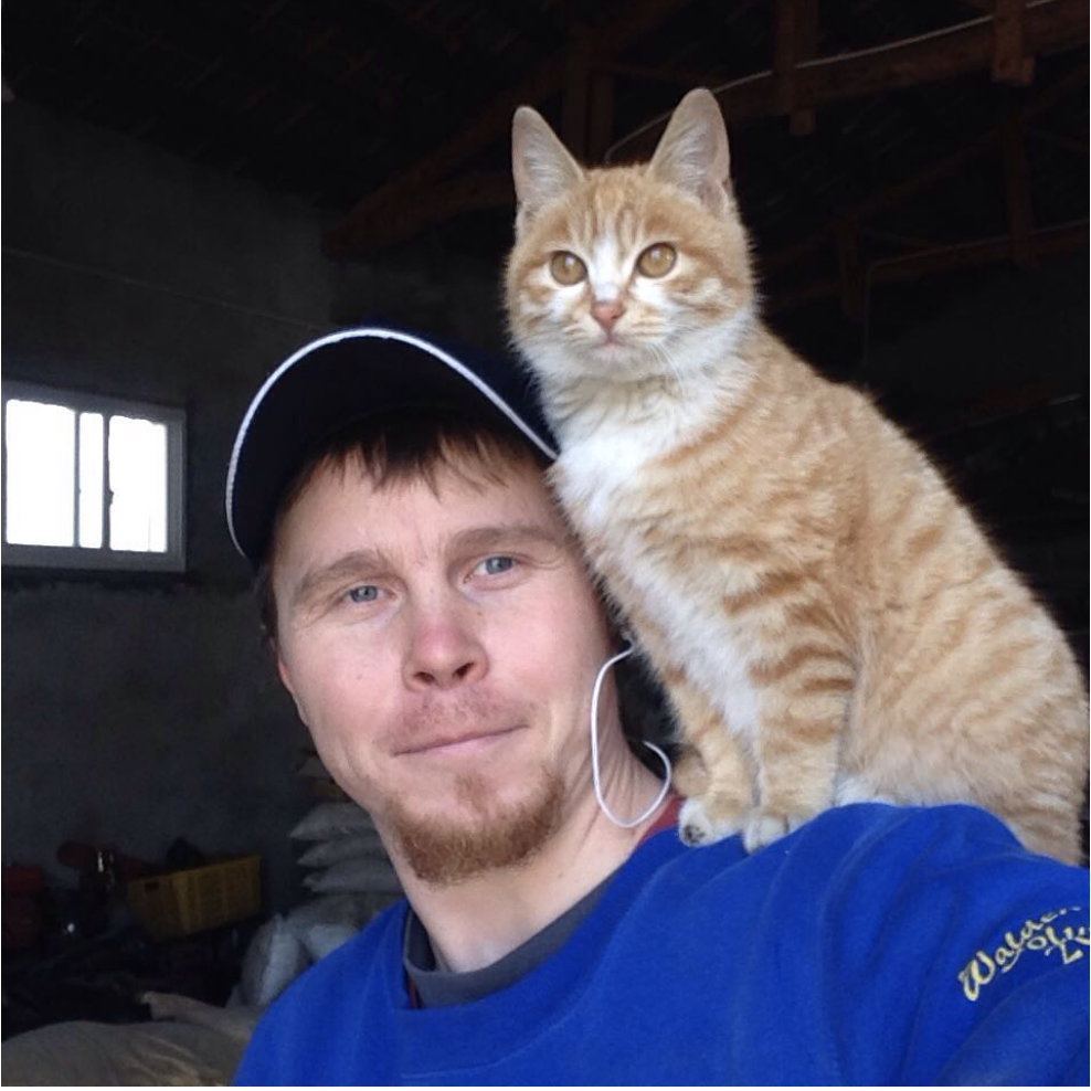 Nick -  A man from Russia. He is good at wood and iron work. A very creative man. He made a lot of projects for the farm,such as the fire place and a flower shelf. In April 2017, he started to work on the construction of the future volunteer's office. This innovative project is the first one at the farm who reunite the western ideas and chinese handcraft.Besides that, Nick also likes cooking, walking around in the forest with Liuba. He thinks the time on the farm is very flexible so he can spend more time to make his project more beautiful.Nick is a very good guitar player. Sometimes after meal, we have a privet concert from Nick.That's super cool!