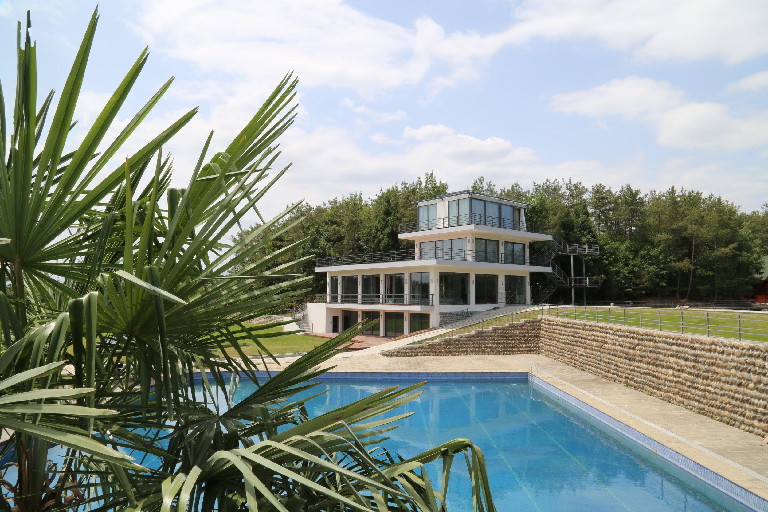 Walden farm swimming pool villa