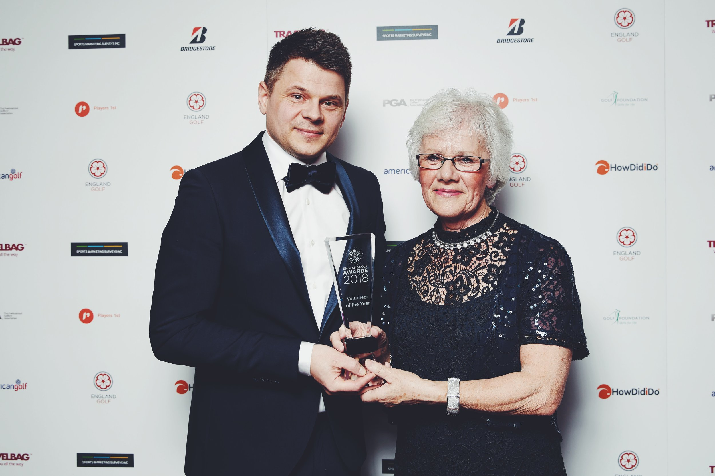 Jean Hooper receives her award from Morten Bisgaard, Chief Executive of Players 1st.